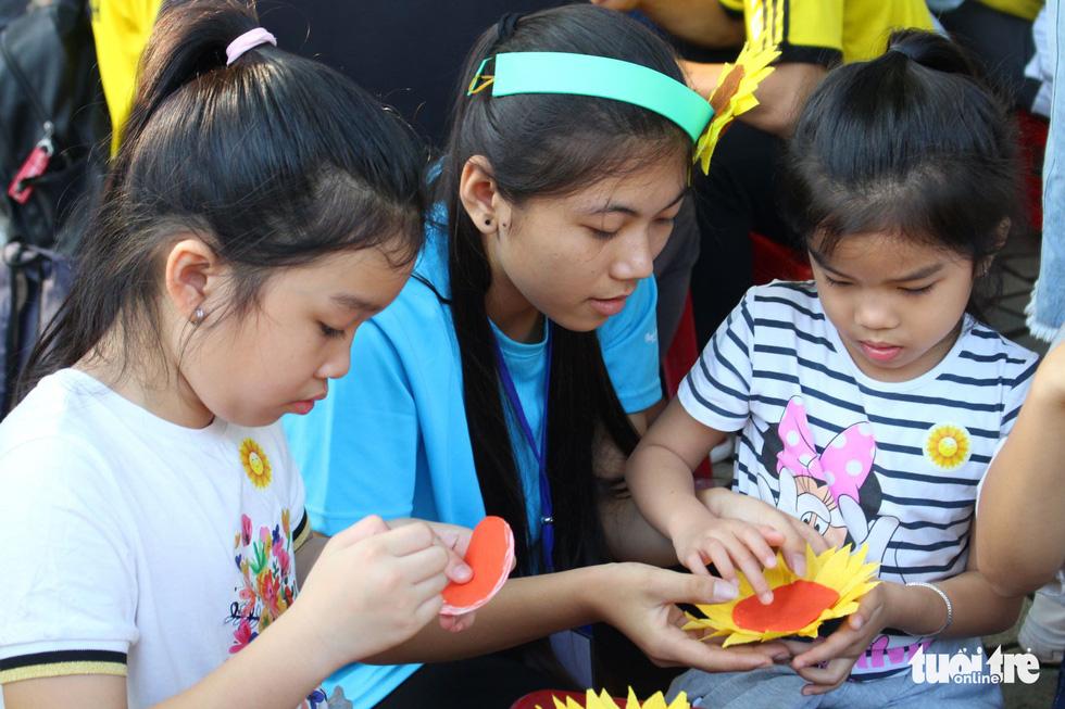 6,6 tỉ đồng - tấm lòng bạn đọc trong Ngày hội Hoa hướng dương - Ảnh 28.