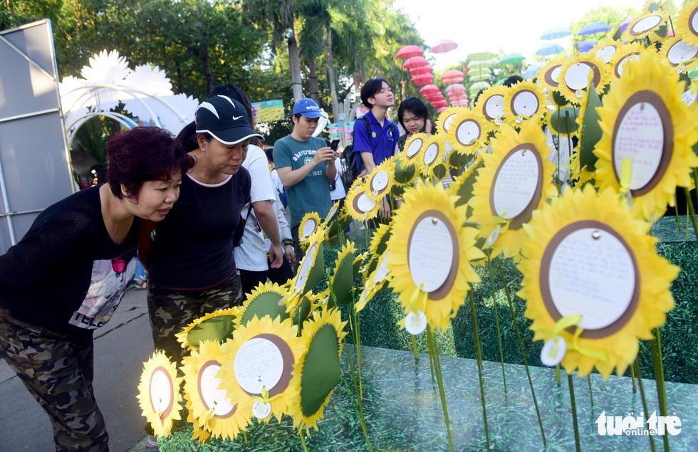 6,6 tỉ đồng - tấm lòng bạn đọc trong Ngày hội Hoa hướng dương - Ảnh 39.