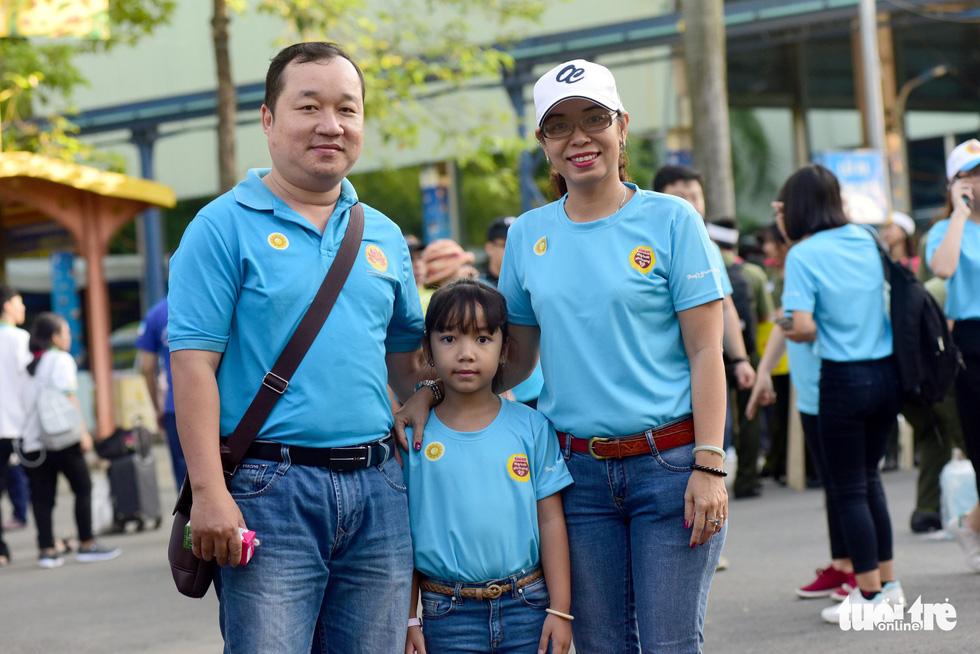 6,6 tỉ đồng - tấm lòng bạn đọc trong Ngày hội Hoa hướng dương - Ảnh 42.
