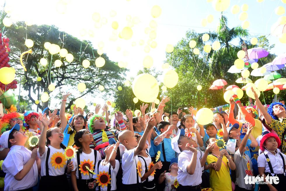 6,6 tỉ đồng - tấm lòng bạn đọc trong Ngày hội Hoa hướng dương - Ảnh 12.