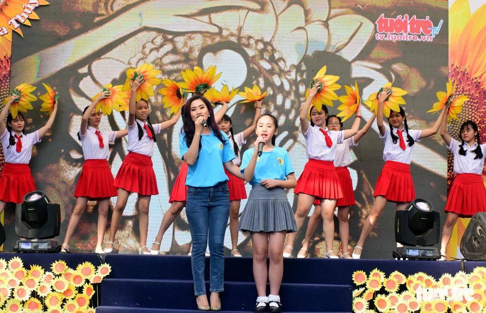 6,6 tỉ đồng - tấm lòng bạn đọc trong Ngày hội Hoa hướng dương - Ảnh 14.
