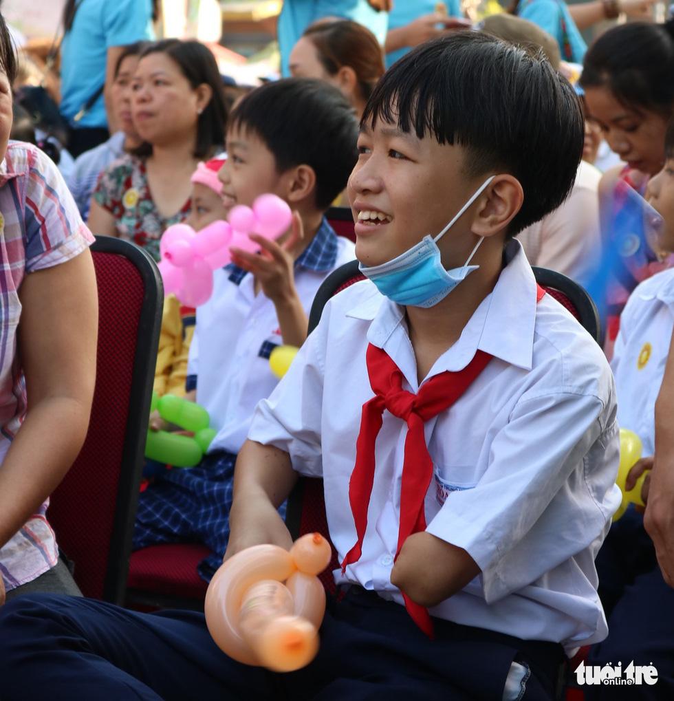 6,6 tỉ đồng - tấm lòng bạn đọc trong Ngày hội Hoa hướng dương - Ảnh 8.