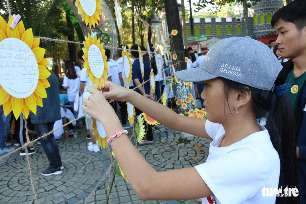6,6 tỉ đồng - tấm lòng bạn đọc trong Ngày hội Hoa hướng dương - Ảnh 23.