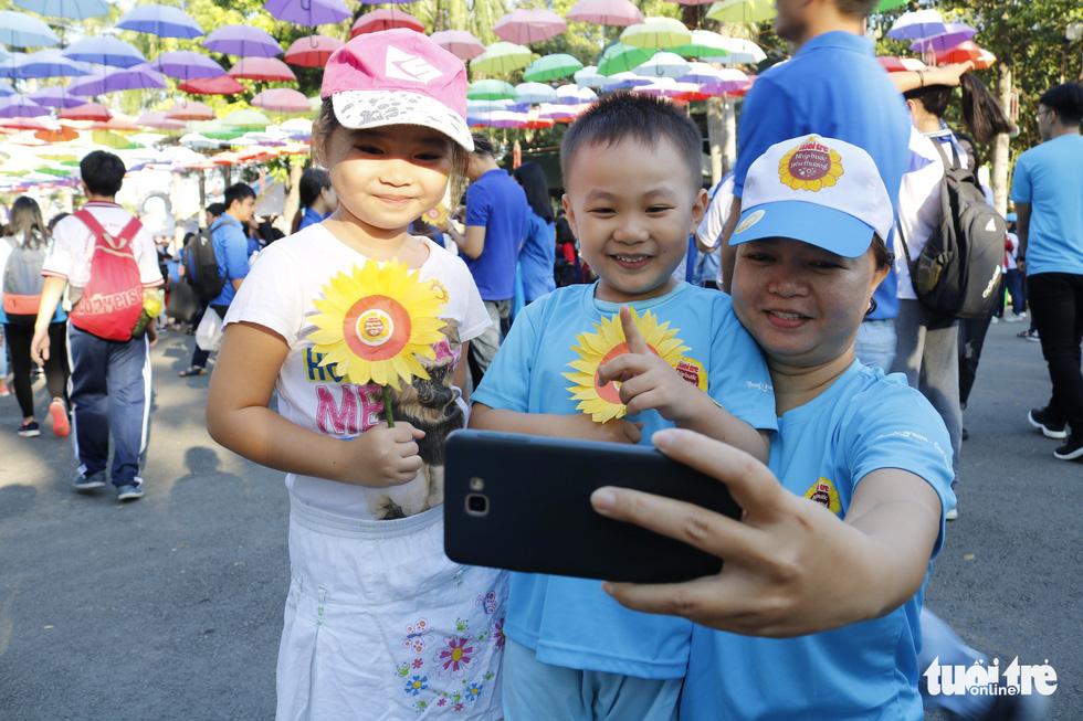 6,6 tỉ đồng - tấm lòng bạn đọc trong Ngày hội Hoa hướng dương - Ảnh 26.