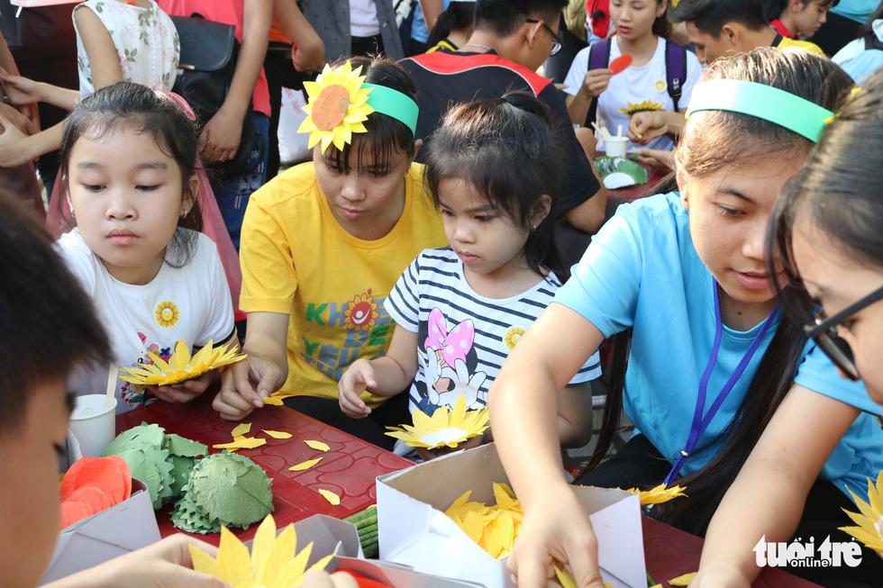 6,6 tỉ đồng - tấm lòng bạn đọc trong Ngày hội Hoa hướng dương - Ảnh 25.