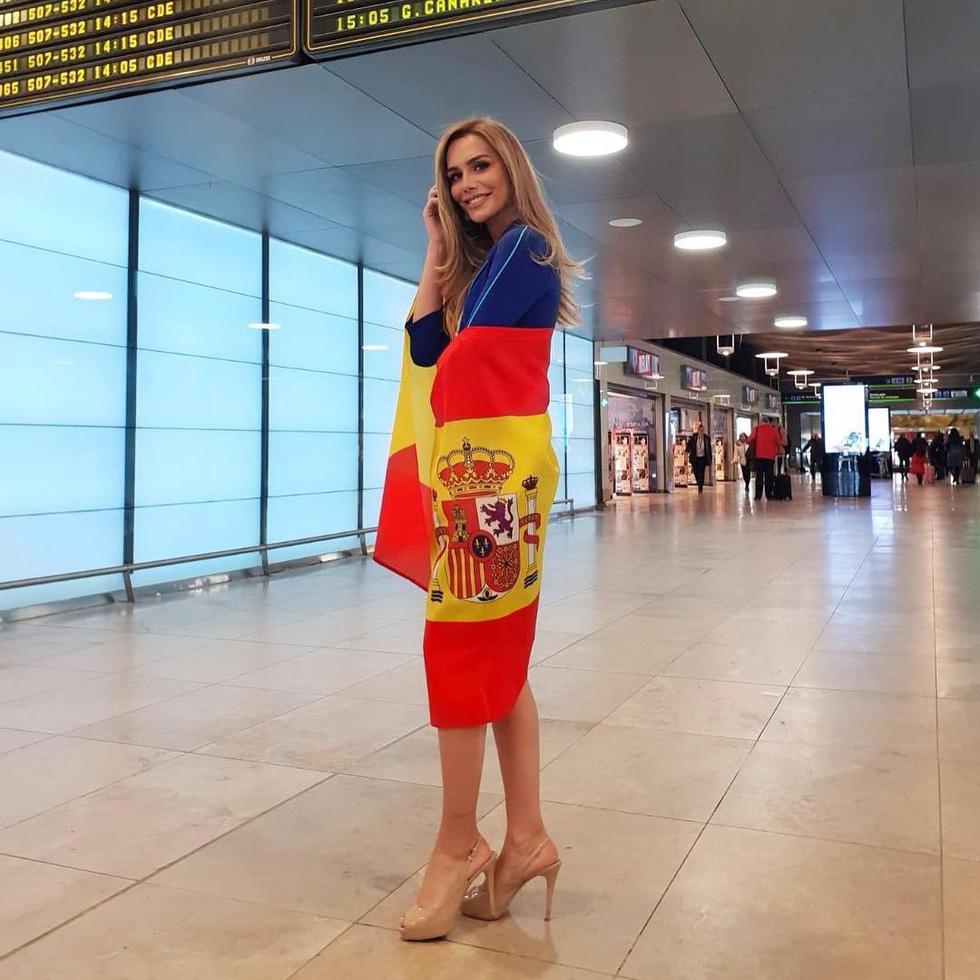 Ngắm nhan sắc thí sinh chuyển giới đầu tiên dự Miss Universe - Ảnh 8.