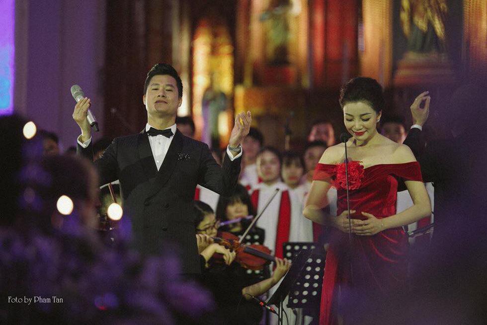 Phạm Thu Hà hát trong Nhà thờ lớn Hà Nội của Ca hòa nhạc Giáng sinh - Ảnh 5.