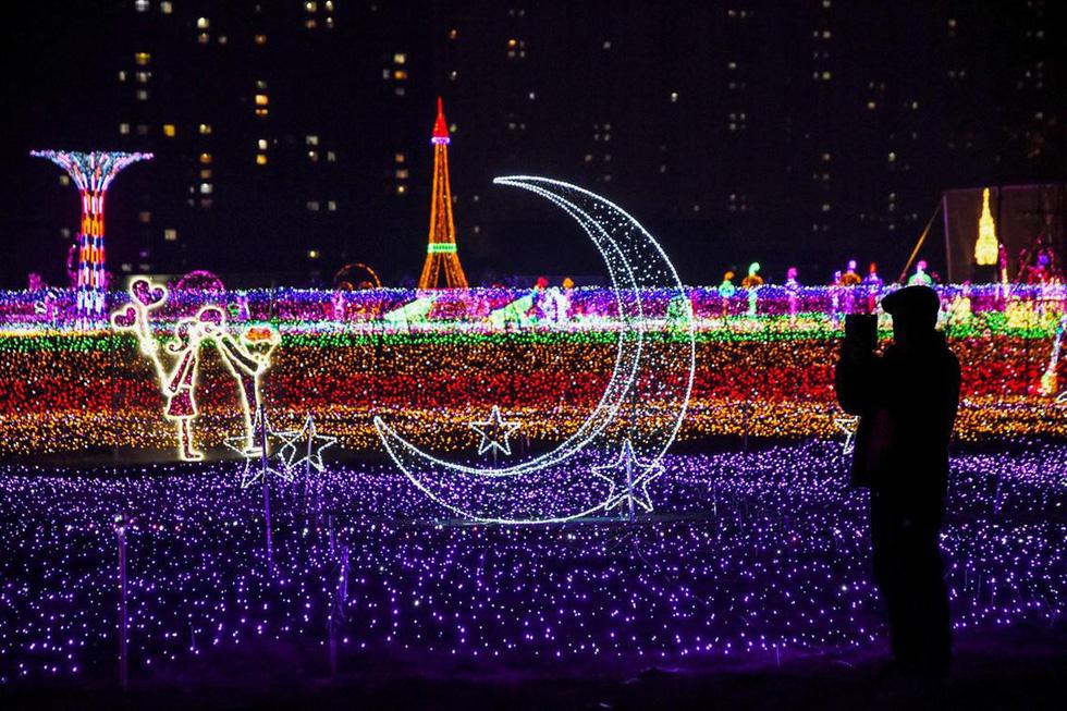 Thế giới rực rỡ ánh đèn đón Giáng sinh - Ảnh 1.