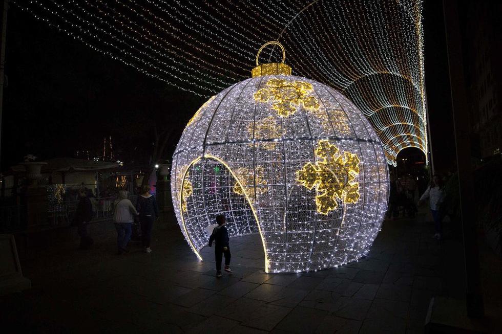 Thế giới rực rỡ ánh đèn đón Giáng sinh - Ảnh 10.