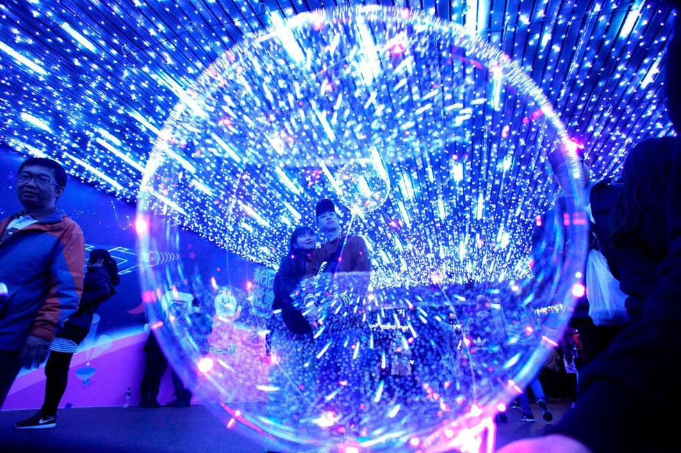 Thế giới rực rỡ ánh đèn đón Giáng sinh - Ảnh 11.