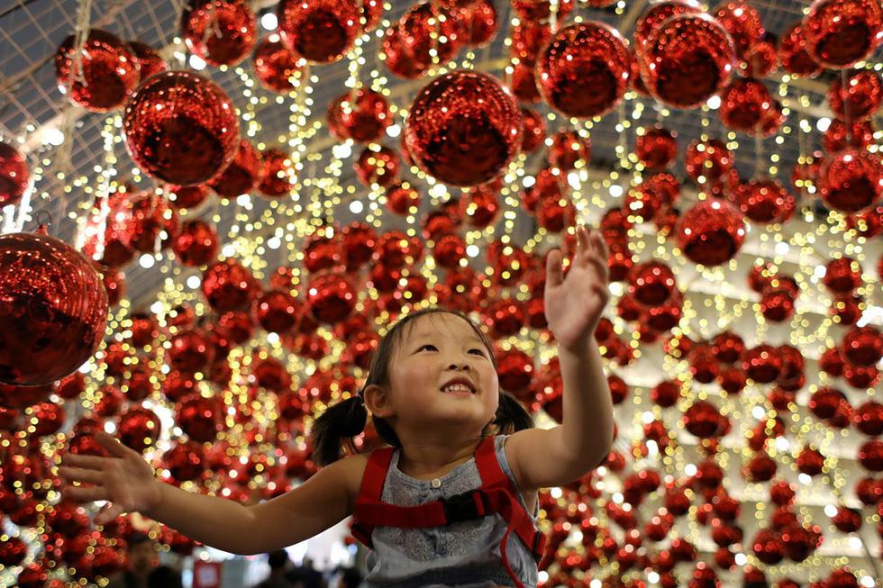 Thế giới rực rỡ ánh đèn đón Giáng sinh - Ảnh 14.