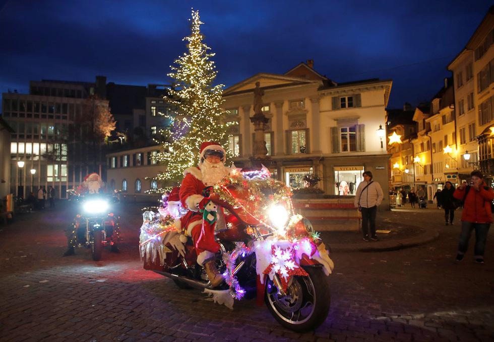 Thế giới rực rỡ ánh đèn đón Giáng sinh - Ảnh 15.