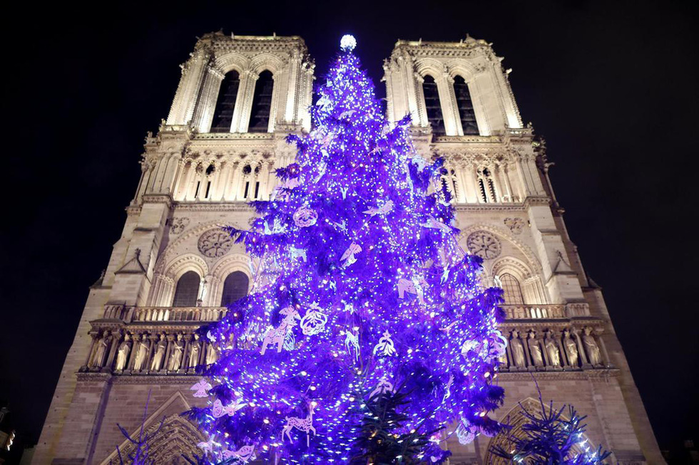Thế giới rực rỡ ánh đèn đón Giáng sinh - Ảnh 2.