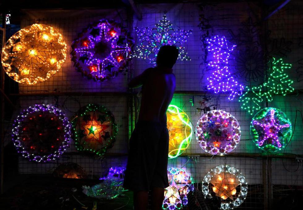 Thế giới rực rỡ ánh đèn đón Giáng sinh - Ảnh 4.