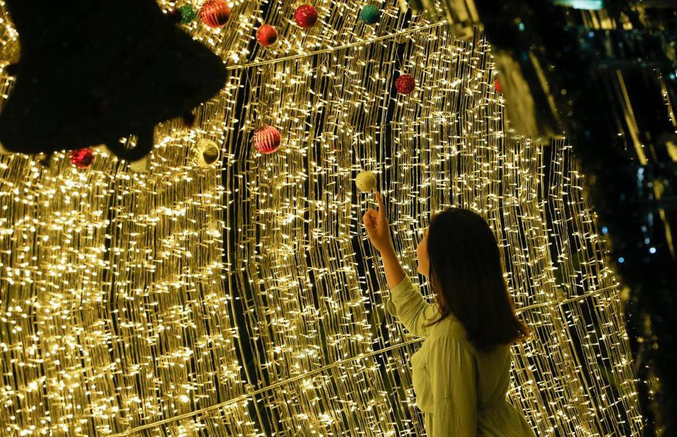 Thế giới rực rỡ ánh đèn đón Giáng sinh - Ảnh 7.