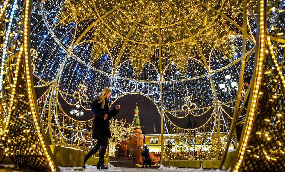Thế giới rực rỡ ánh đèn đón Giáng sinh - Ảnh 8.
