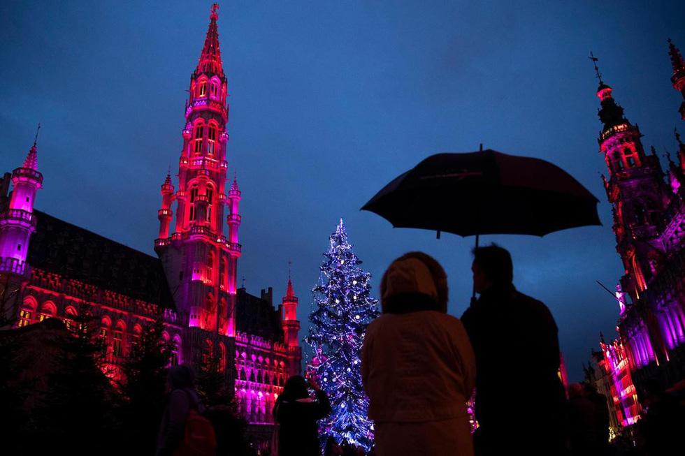 Thế giới rực rỡ ánh đèn đón Giáng sinh - Ảnh 9.