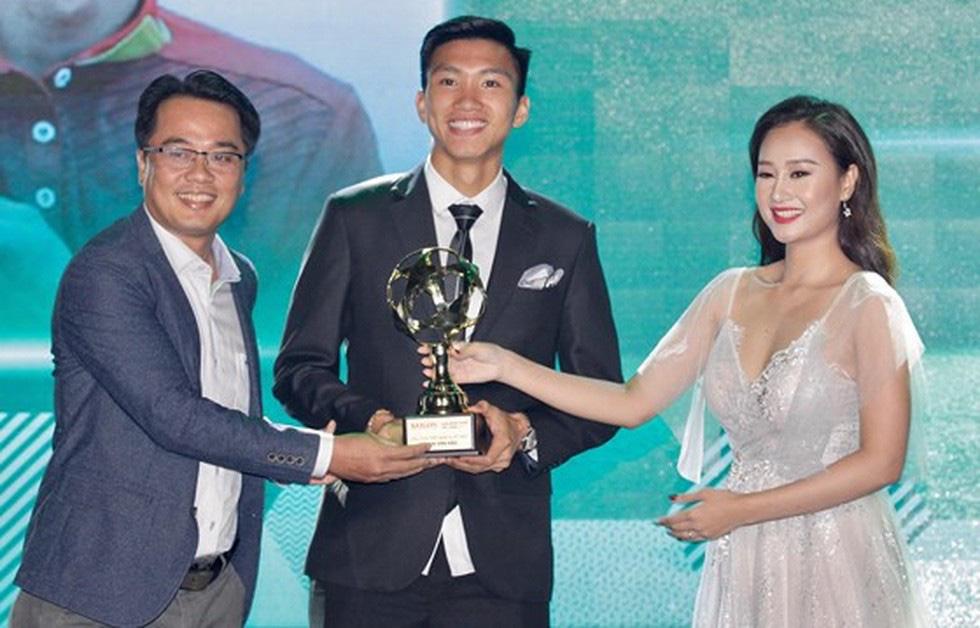 Quang Hải giành Quả bóng vàng Việt Nam 2018 - Ảnh 4.