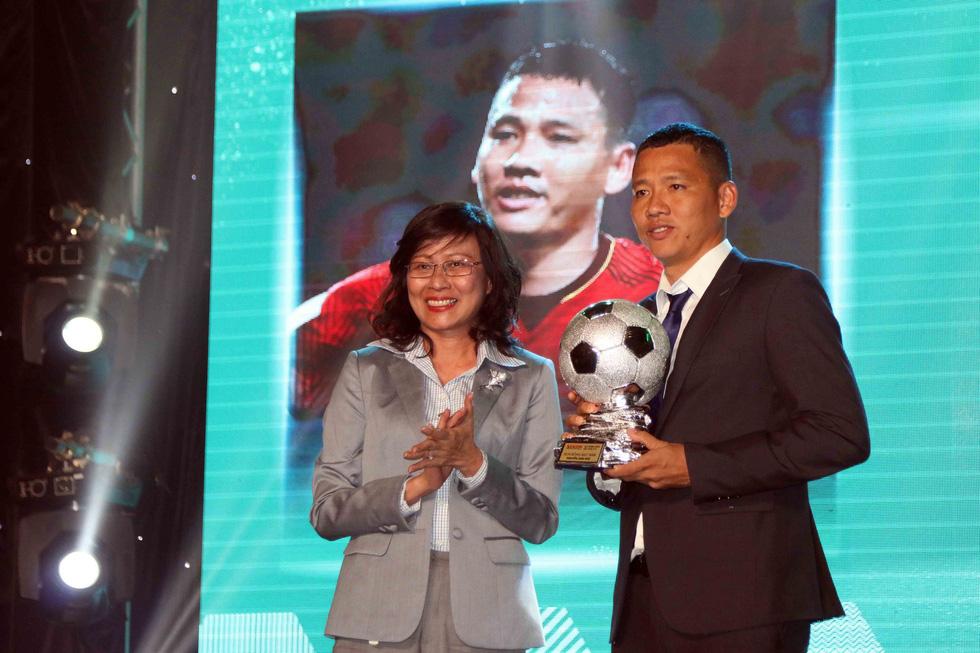 Quang Hải giành Quả bóng vàng Việt Nam 2018 - Ảnh 2.