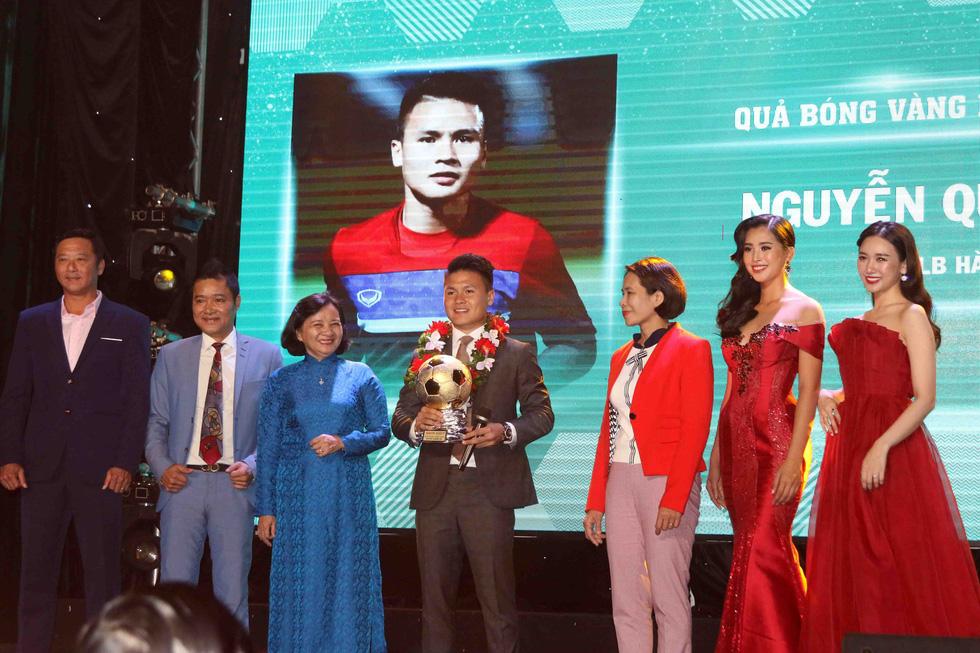 Quang Hải giành Quả bóng vàng Việt Nam 2018 - Ảnh 3.