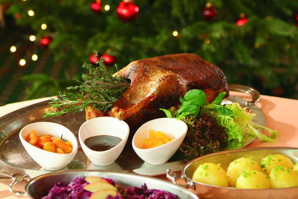 Cá trích mặc áo lông, tiệc thất ngư và những món độc lạ mùa Giáng sinh - Ảnh 2.
