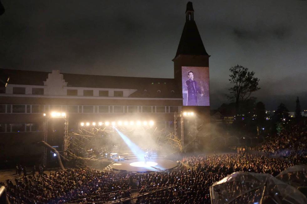 Hà Anh Tuấn thăng hoa cùng đêm nhạc lãng mạn nhất sự nghiệp - Ảnh 2.