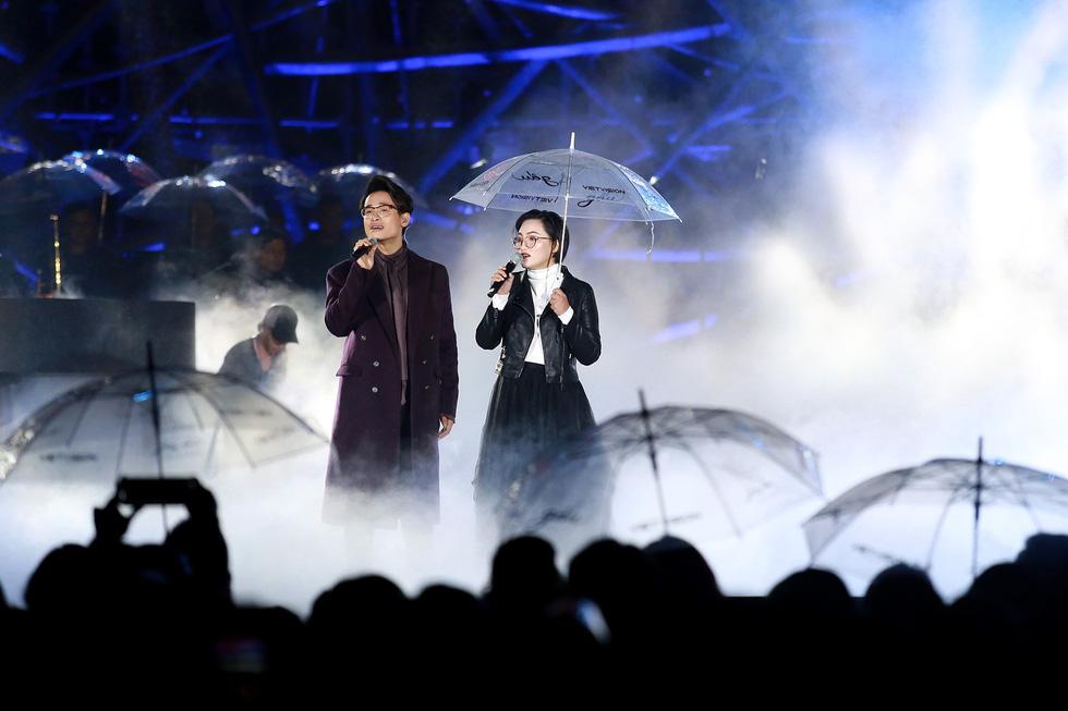 Hà Anh Tuấn thăng hoa cùng đêm nhạc lãng mạn nhất sự nghiệp - Ảnh 3.