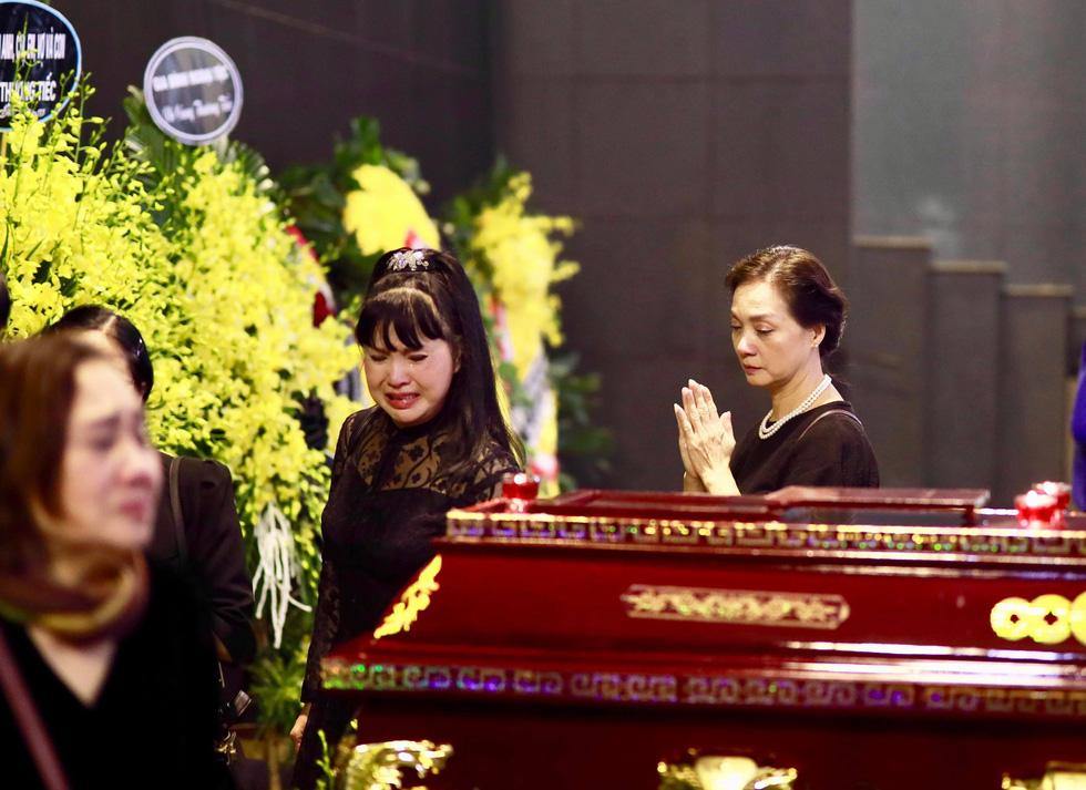 Lễ tang NSND Anh Tú: Người ra đi để lại nỗi tiếc thương - Ảnh 21.