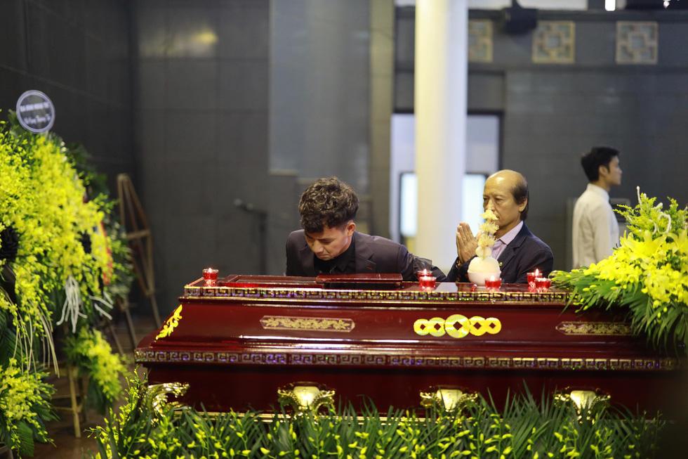 Lễ tang NSND Anh Tú: Người ra đi để lại nỗi tiếc thương - Ảnh 8.