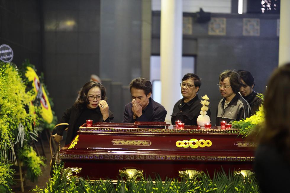Lễ tang NSND Anh Tú: Người ra đi để lại nỗi tiếc thương - Ảnh 13.