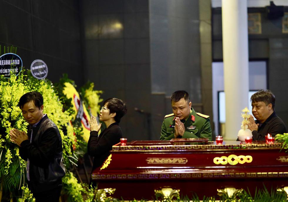 Lễ tang NSND Anh Tú: Người ra đi để lại nỗi tiếc thương - Ảnh 19.