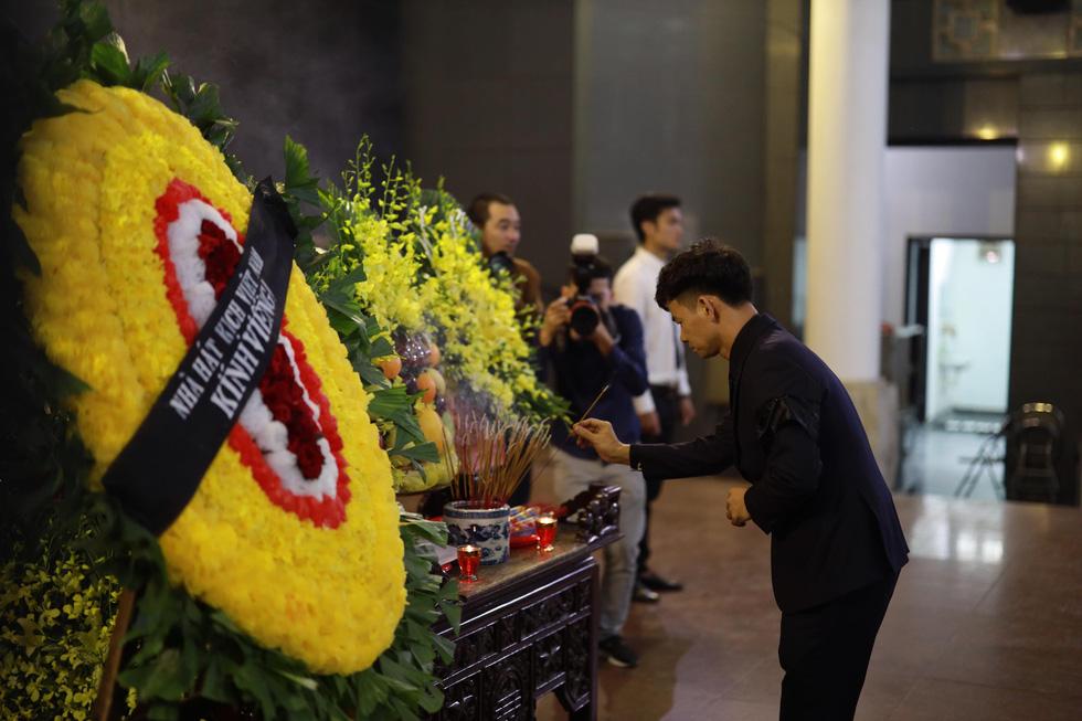 Lễ tang NSND Anh Tú: Người ra đi để lại nỗi tiếc thương - Ảnh 7.
