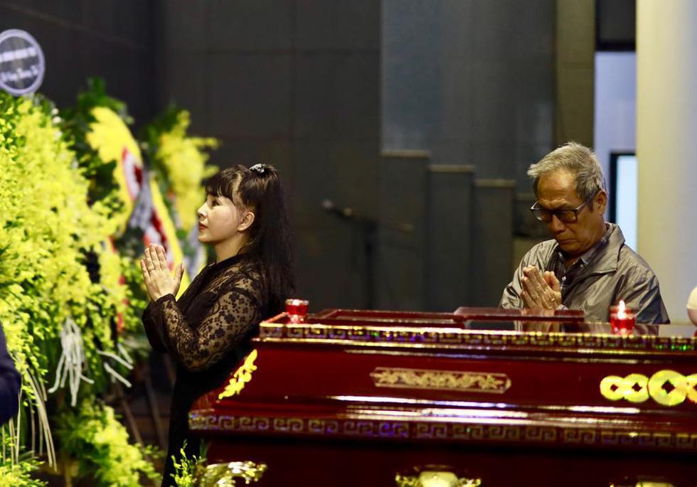 Lễ tang NSND Anh Tú: Người ra đi để lại nỗi tiếc thương - Ảnh 20.