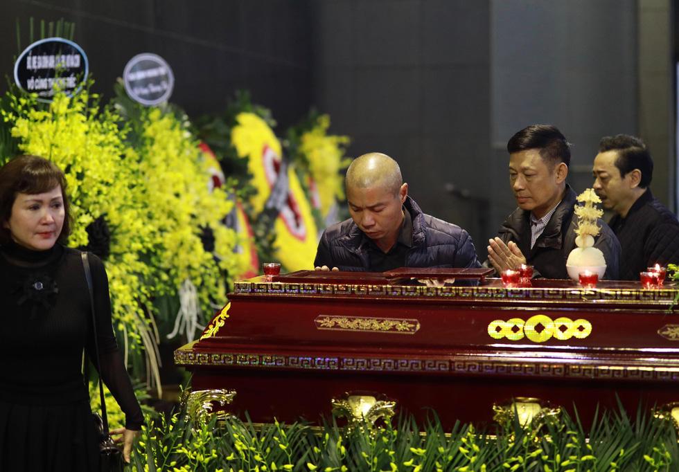 Lễ tang NSND Anh Tú: Người ra đi để lại nỗi tiếc thương - Ảnh 25.