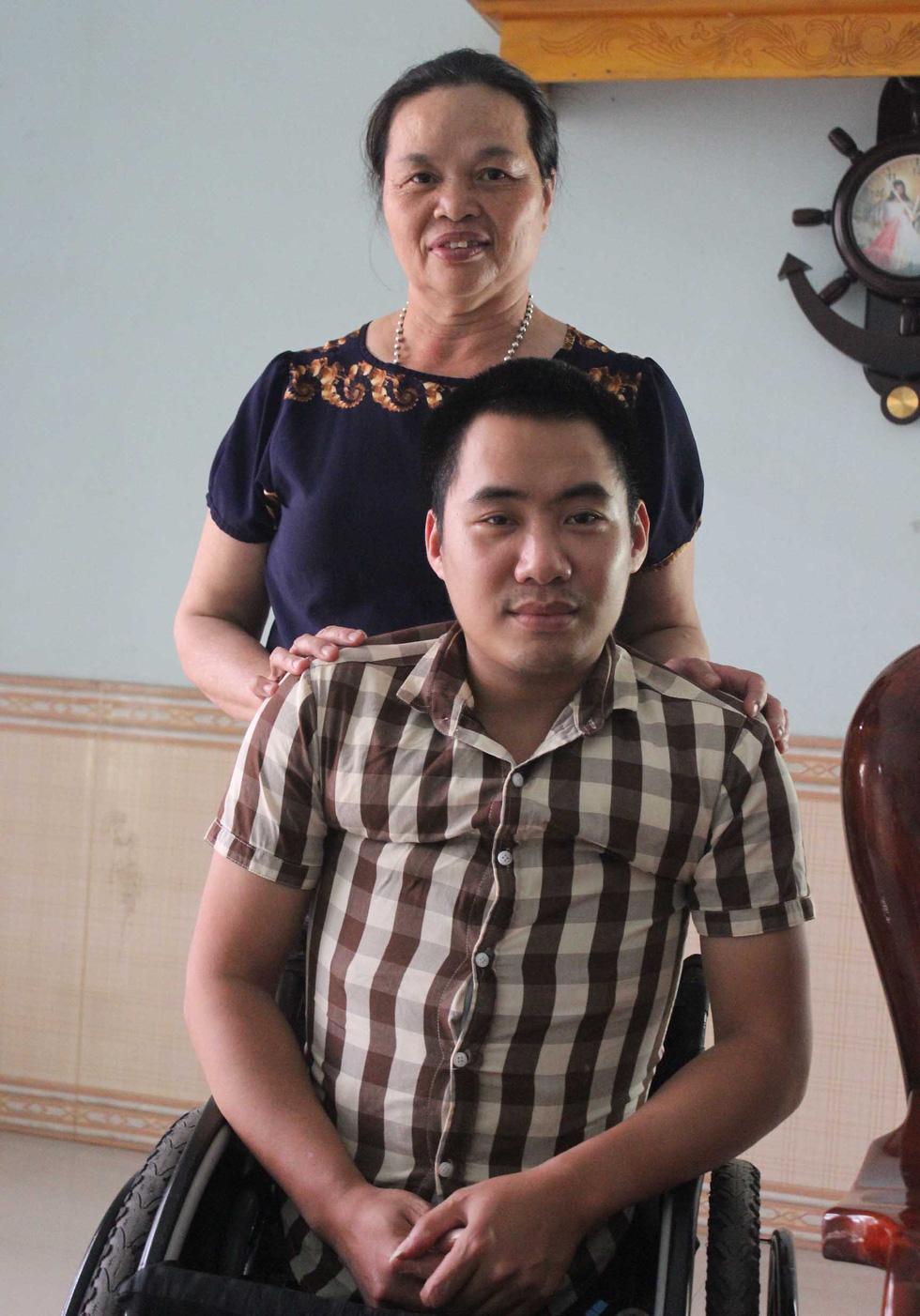 2 mẹ con
