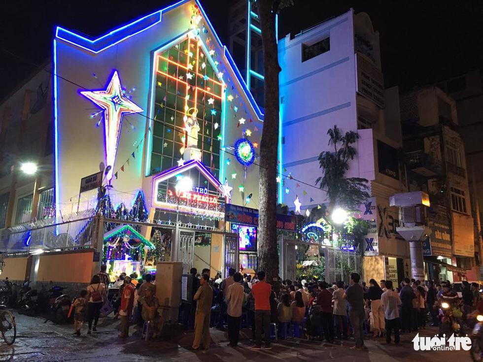 Rực rỡ ánh sáng khắp mọi miền mừng Giáng sinh - Ảnh 14.