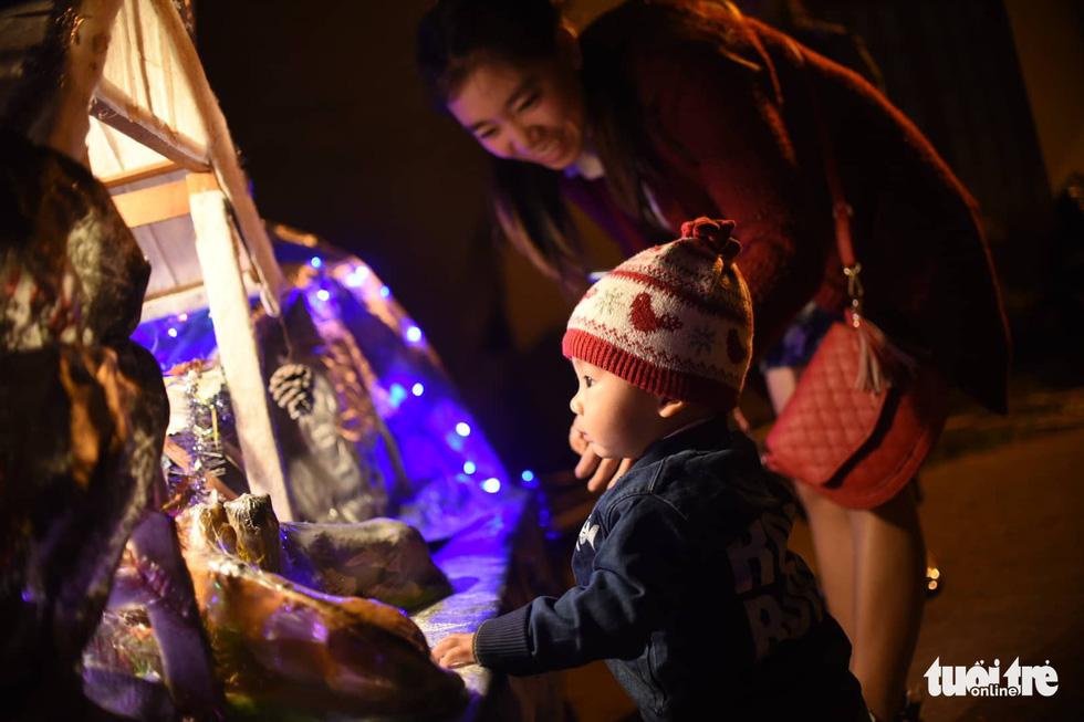 Rực rỡ ánh sáng khắp mọi miền mừng Giáng sinh - Ảnh 16.