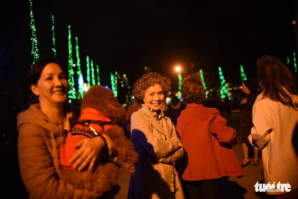Rực rỡ ánh sáng khắp mọi miền mừng Giáng sinh - Ảnh 17.