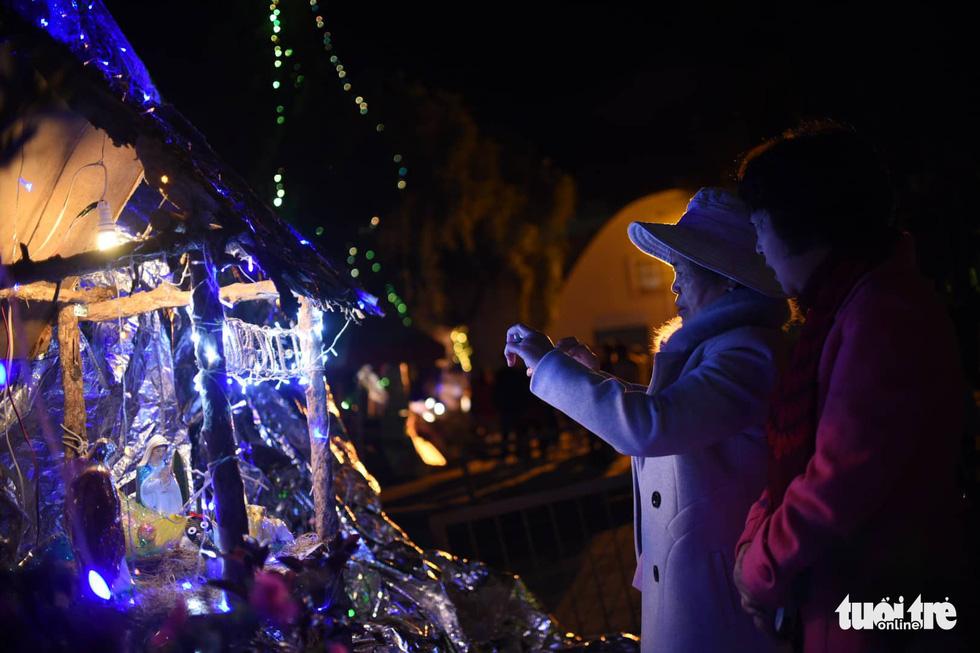 Rực rỡ ánh sáng khắp mọi miền mừng Giáng sinh - Ảnh 19.