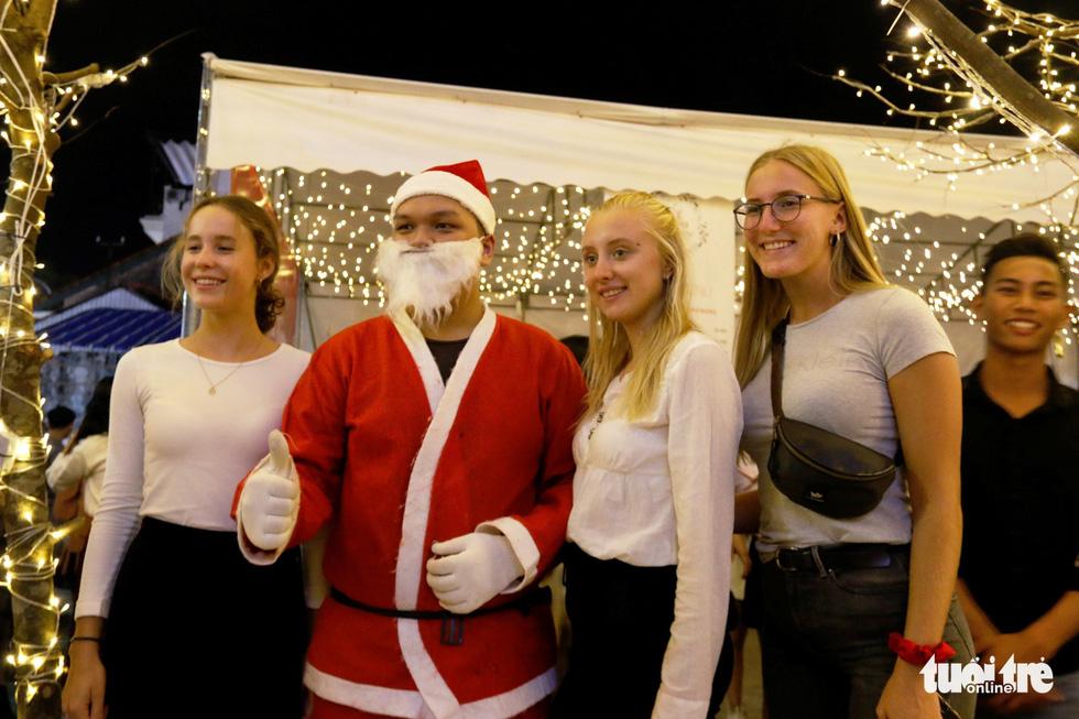 Khu vườn Giáng sinh phong cảnh châu Âu hút hồn bạn trẻ Huế - Ảnh 11.