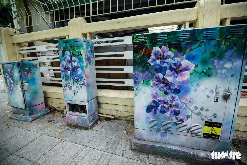 Tủ điện Hà Nội được khoác áo mới đón Tết - Ảnh 21.