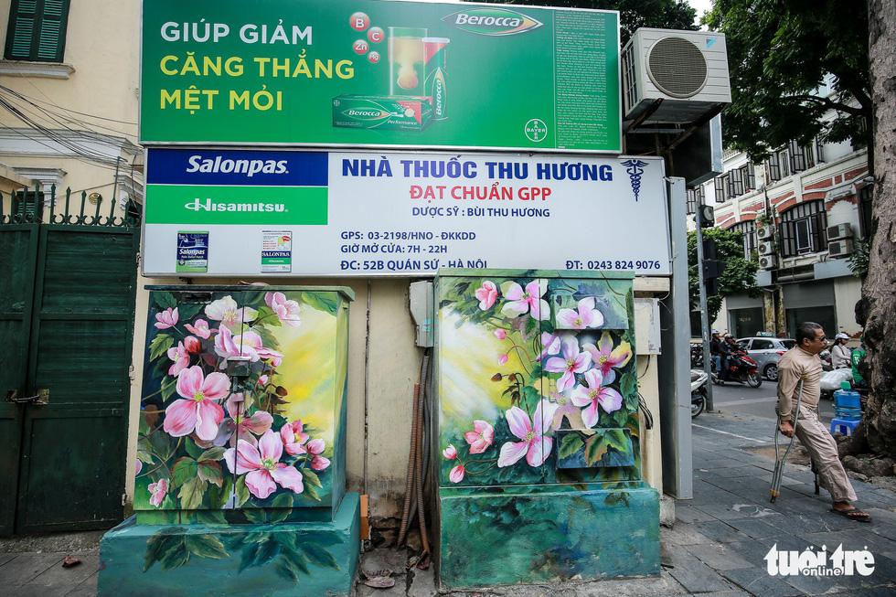 Tủ điện Hà Nội được khoác áo mới đón Tết - Ảnh 9.