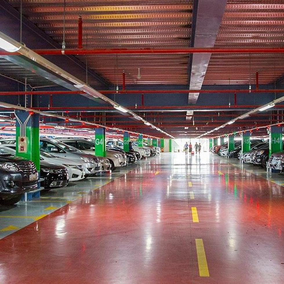 Sắp tăng giá giữ xe ở sân bay Tân Sơn Nhất - Ảnh 1.