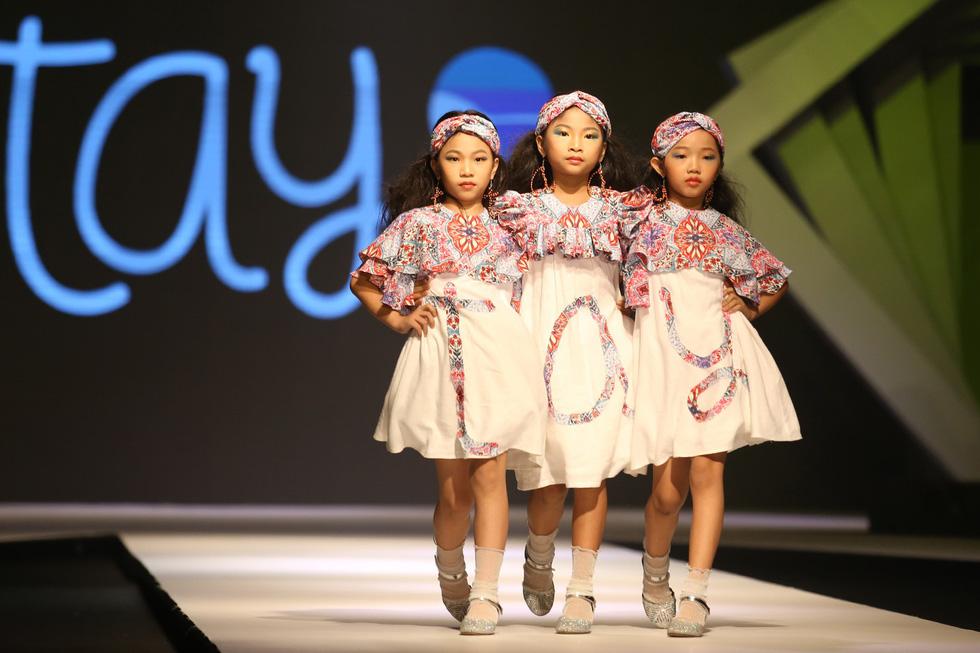 Chọn váy xinh diện Tết cho bé từ Tuần lễ thời trang trẻ em châu Á - Ảnh 4.