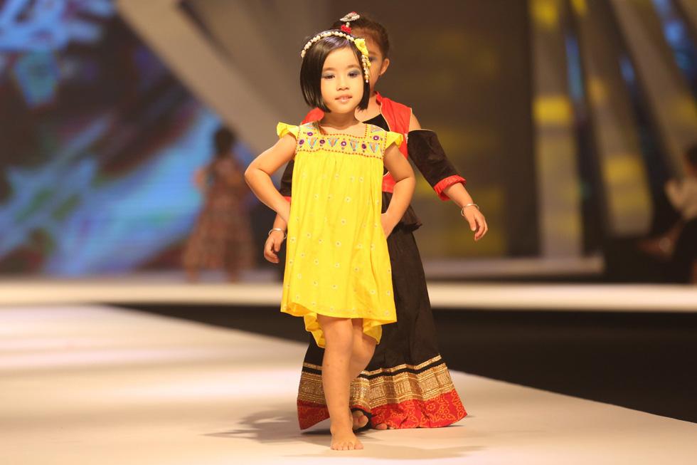 Chọn váy xinh diện Tết cho bé từ Tuần lễ thời trang trẻ em châu Á - Ảnh 6.