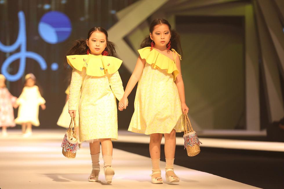 Chọn váy xinh diện Tết cho bé từ Tuần lễ thời trang trẻ em châu Á - Ảnh 7.