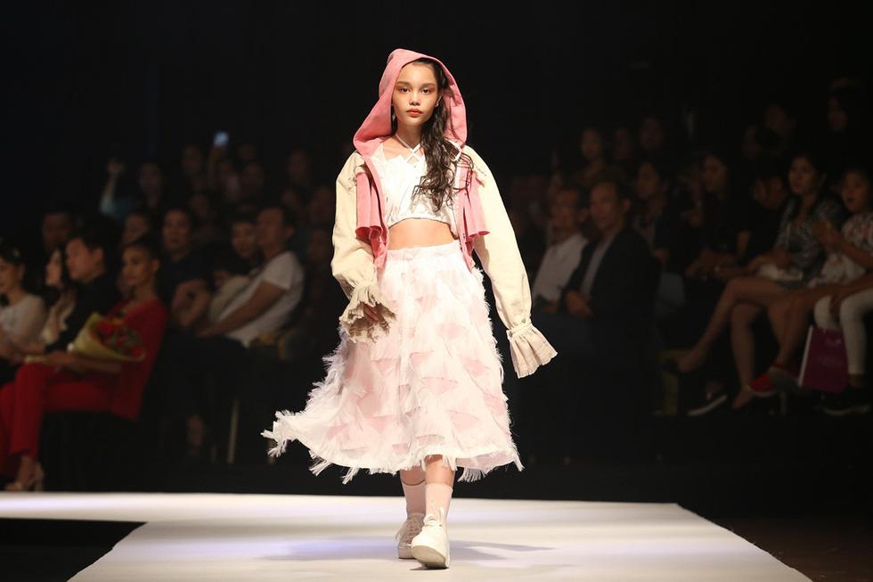 Chọn váy xinh diện Tết cho bé từ Tuần lễ thời trang trẻ em châu Á - Ảnh 8.