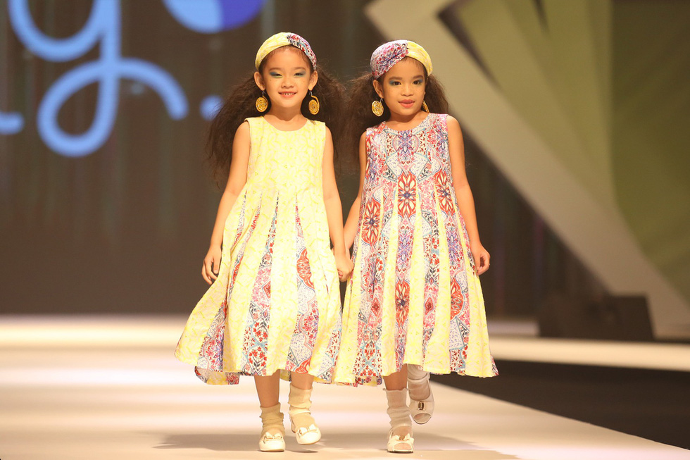Chọn váy xinh diện Tết cho bé từ Tuần lễ thời trang trẻ em châu Á - Ảnh 13.
