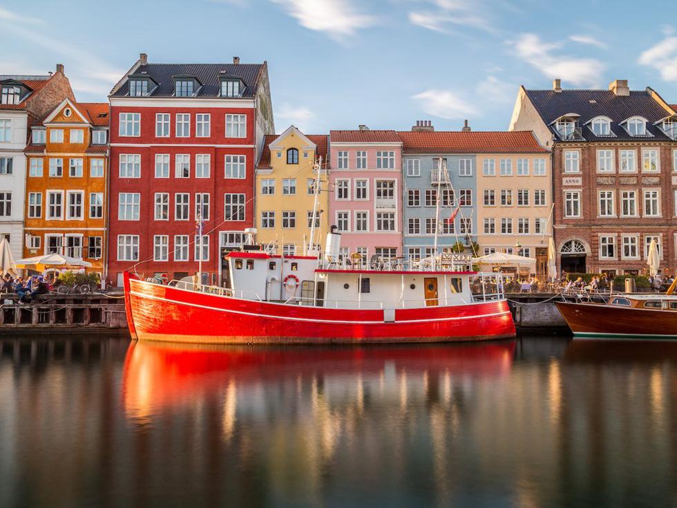 Cảng Nyhaven đầy màu sắc ở Copenhagen - Ảnh: Getty