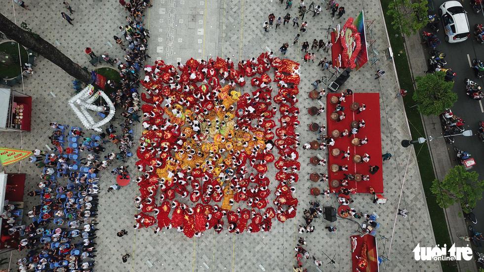 108 con lân nhả 108 chữ Tài - Lộc chúc phúc năm mới - Ảnh 3.